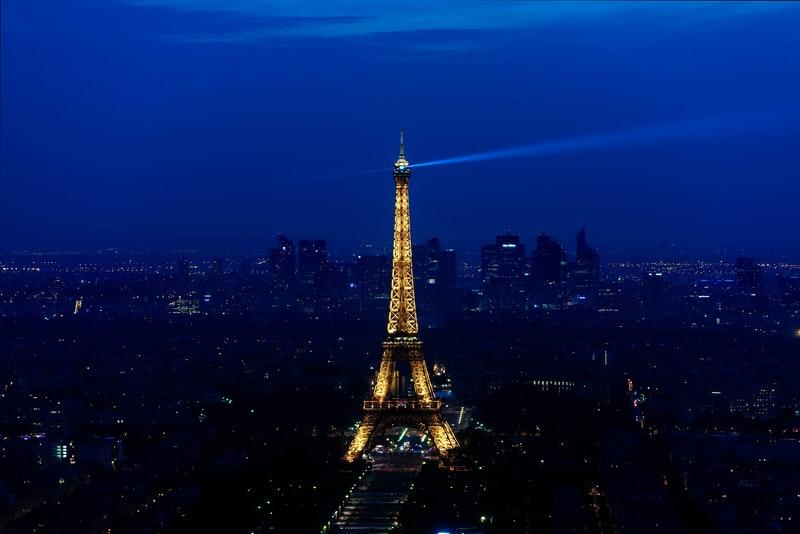 塔楼夜景照明